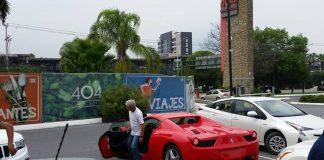 Tuca Ferreti en su Ferrari