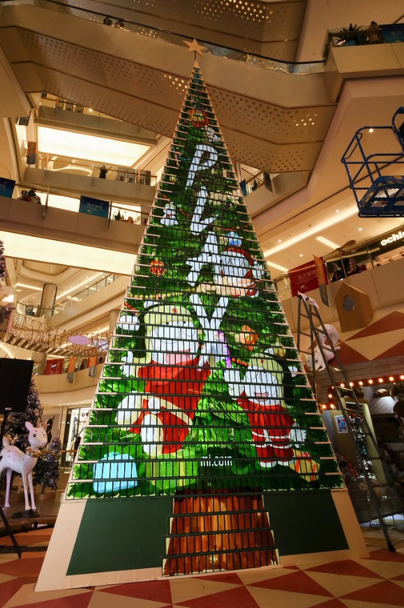 este-es-el-arbol-de-navidad-hecho-con-celulares