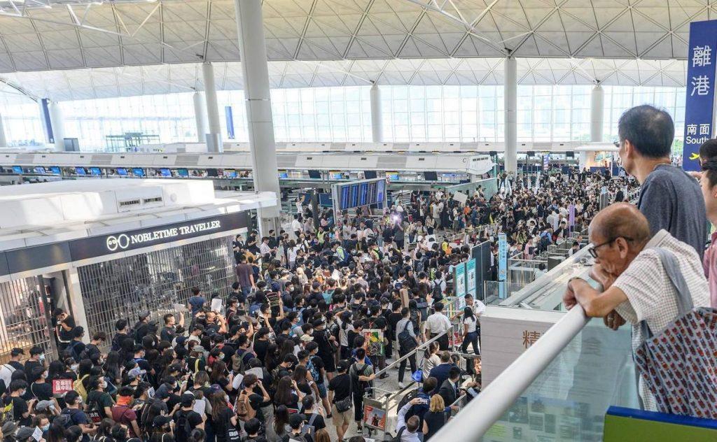hong-kong-aeropuerto-afp-kAXC-U80969386307qlD-1248x770@RC
