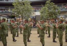 flash-mob-militares-banda-monterrey-plaza-comercial