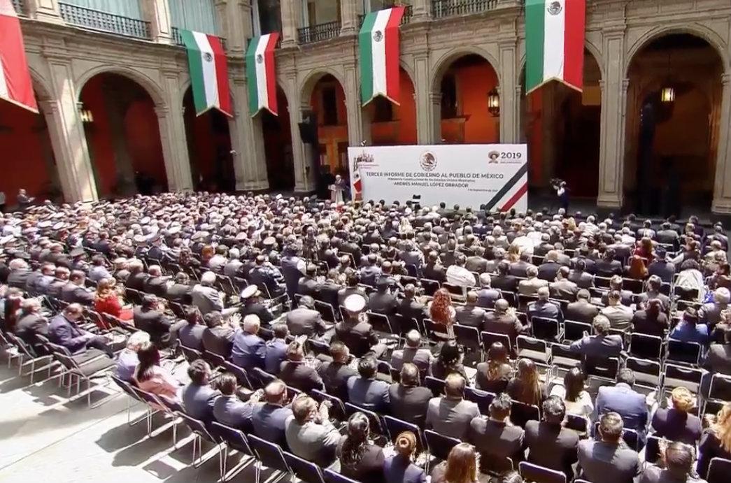 aplausos-en-Palacio-Nacional