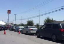 "(Video) Saturan ""drive thru"" de pruebas COVID-19 en Apodaca"