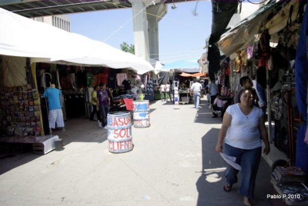 Mercado Puente del Papa huracán Alex