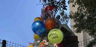 Con pino navideño, hacen homenaje a familiares desaparecidos