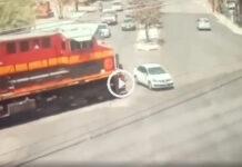 video accidente tren choca auto escobedo